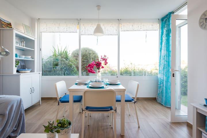Apartamento junto al mar:piscina, wifi,pista tenis