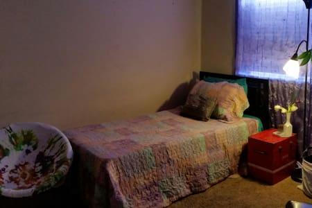 Private room in artist home - ลอสแอนเจลิส - ที่พักพร้อมอาหารเช้า