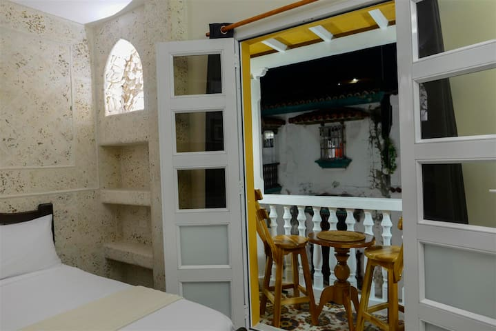 Old City Balcones studio #302-Balcony/Rooftop-WiFi