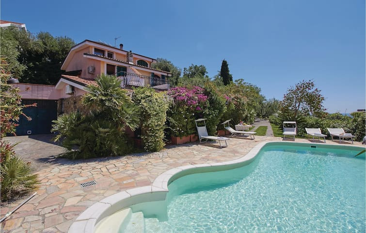Holiday cottage with 5 bedrooms on 220m² in Imperia -IM-