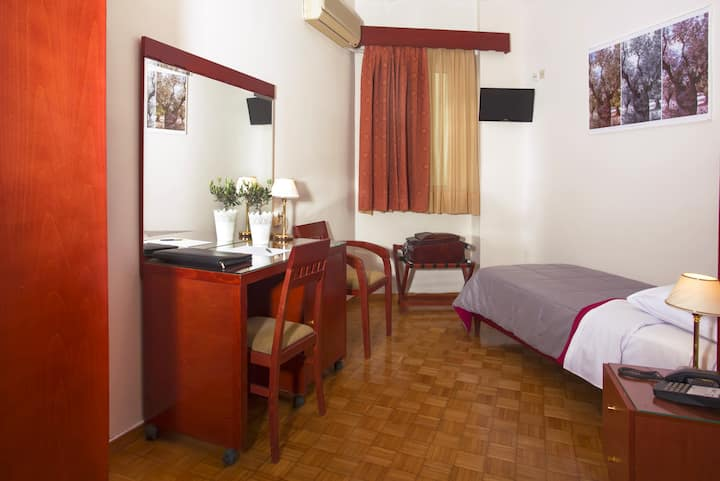 Single Room with Window in the Heart of Athens !!