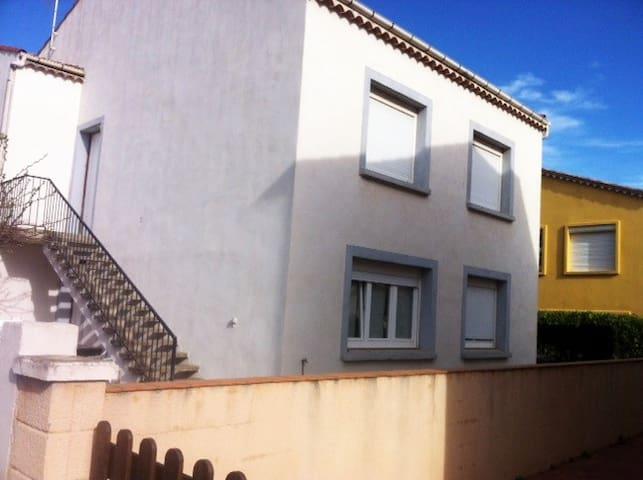 F2 100 m de la plage , Wifi ,tv, Jardinet - Portiragnes - Appartement
