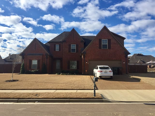 Cozy 2BD with Parking - Memphis - Hus