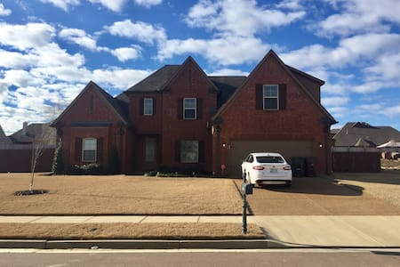 Cozy 2BD with Parking - Memphis
