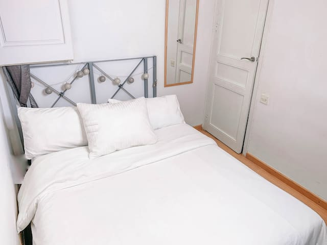 Double Room next to Plaza Catalunya