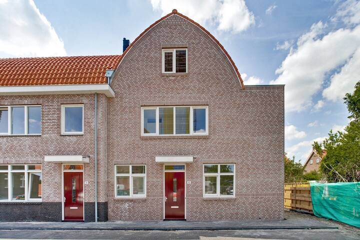 Luxury & Full House/VILLA in/border AMSTERDAM!