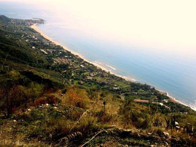 Casa panoramica in collina nel Cilento vista mare - Casalsottano - Apartemen