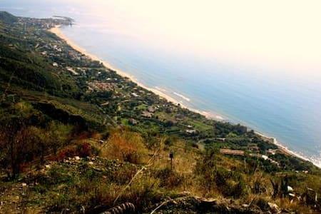 Casa panoramica in collina nel Cilento vista mare - Casalsottano