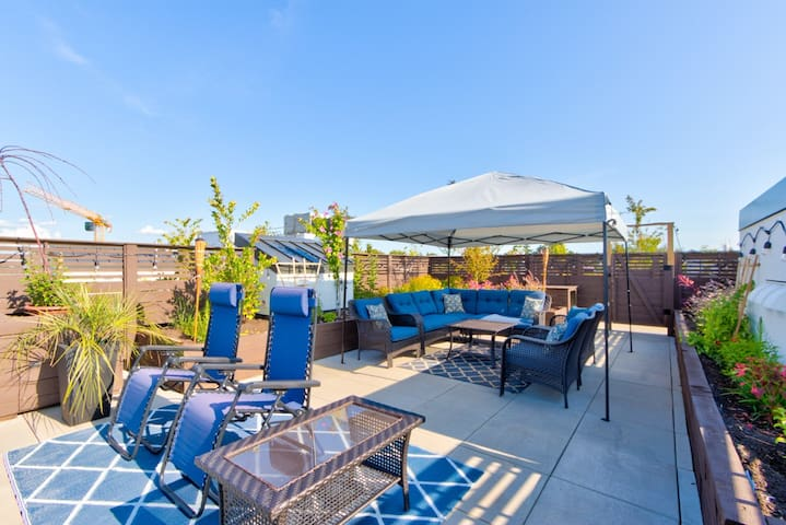 Enjoy MODERN LUXURY with AMAZING Rooftop Terrace!!