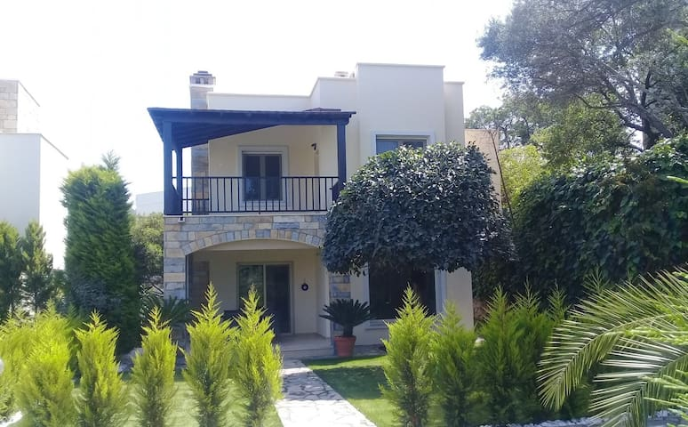 Beautiful 3 bedroom villa in Yalikavak center