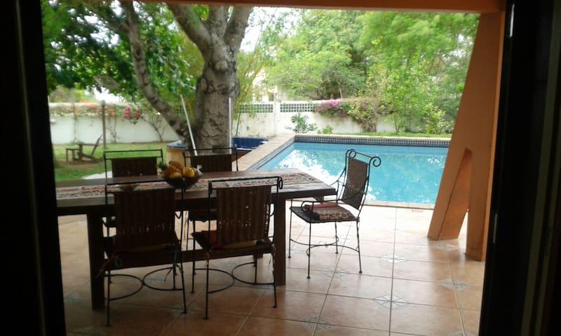Whole Guesthouse Close To Sea Across Maputo Bay