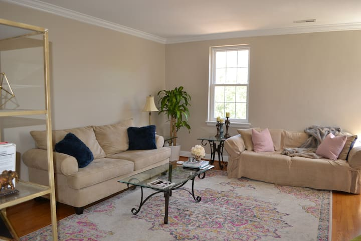 Cute & Cozy Condo ~1Mi to Uptown - No Cleaning Fee