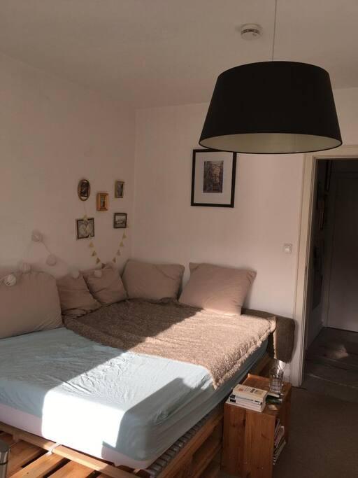 helle 1 zimmer wohnung zentral wohnungen zur miete in hamburg hamburg deutschland. Black Bedroom Furniture Sets. Home Design Ideas