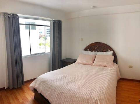 Confortable habitación con cama Matrimonial