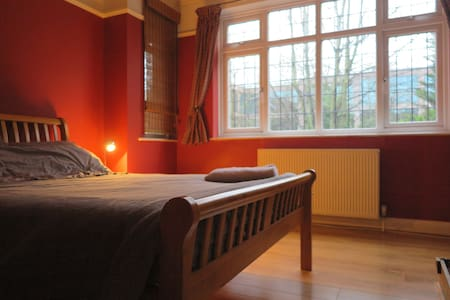 Large room Harry Potter, 29m>London, parking+wifi - Kings Langley - Dom