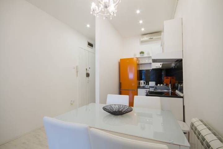 Deluxe one badroom apartment