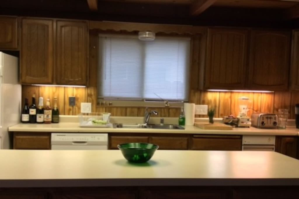 nice kitchen with gas stove