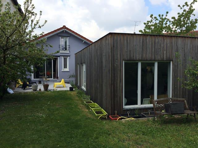 Deux chambres dans un joli pavillon de banlieue - Le Raincy - Rekkehus