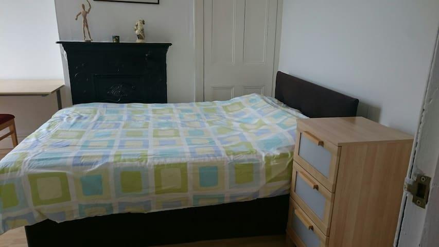 Excellent double bedroom with en-suite - Aigburth