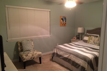 Private Queen Bedroom and Bath - Tallahassee
