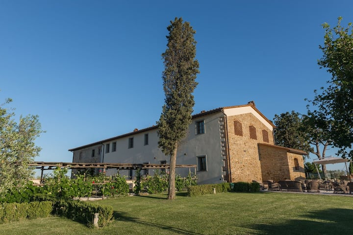 Farmhouse between culture and nature between Pisa and Florence with private pool
