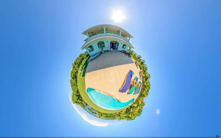 Casa Vista Verde Roatan, Private Beachfront Villa!
