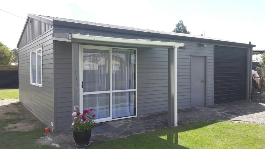 Quiet private and close to town. - Rotorua - Apartamento