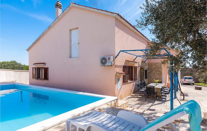 Beautiful home in Tinj with Outdoor swimming pool, WiFi and 3 Bedrooms