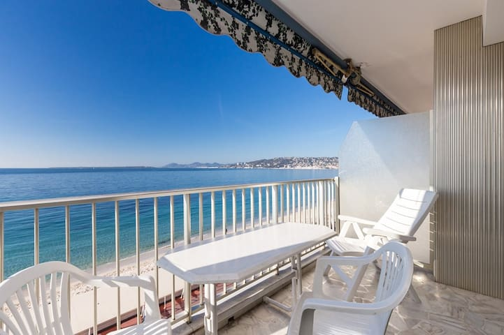 RIVES D'OR- Seafront 2 rooms apartment-Terrace and panoramic seaview- Center of Juan Les pins