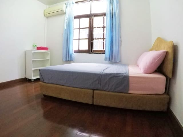 Tidy Room in nice village in Chatuchak