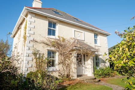 Charming Seaside Victorian Villa - Thurlestone