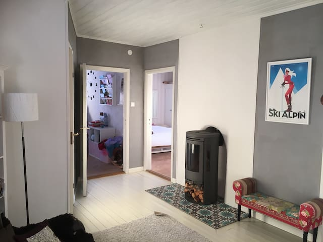 Large private villa with spectacular view - Östersund - บ้าน