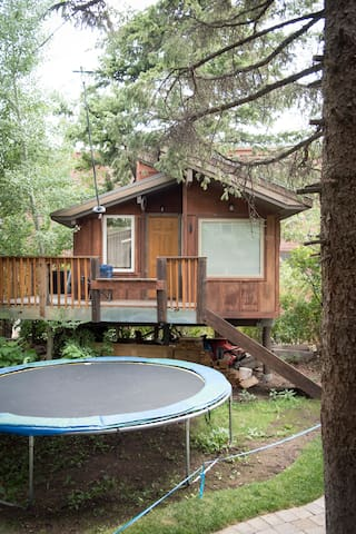 Big Cozy Heated Tree House. Mt Collectives welcome - Ketchum