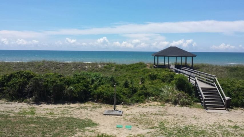 Quiet condo on beautiful Atlantic beach!