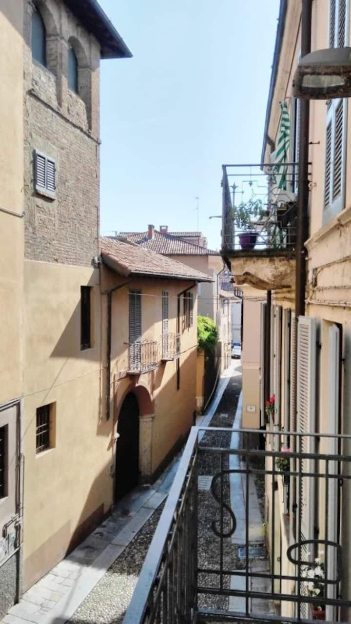 Private room in the heart of Pavia