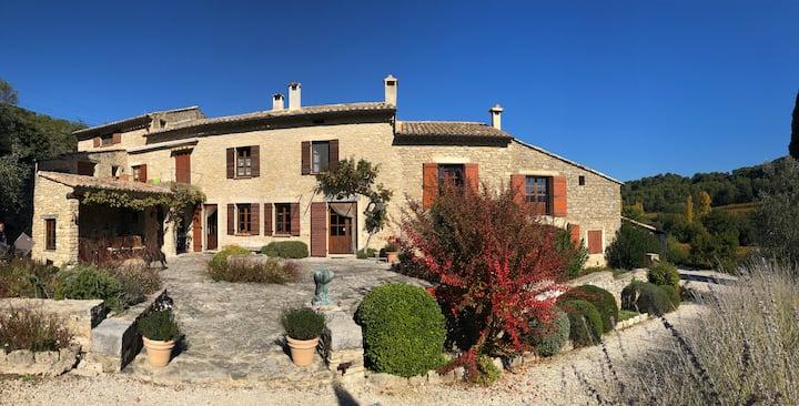 Manon, Mas provençal, piscine et face Ventoux.