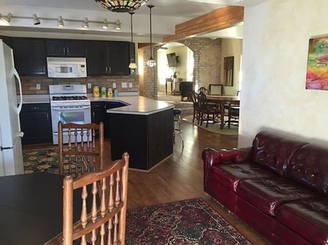 CoolApartment Loft on Main, Sleeps8 - Parowan  - Daire
