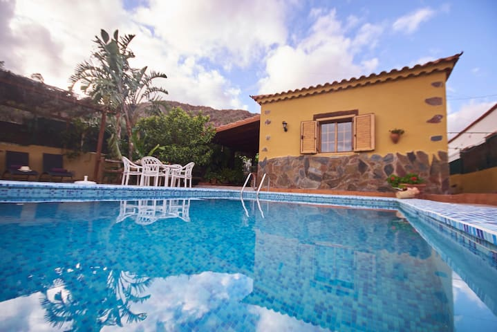 casa rural con finca  piscina todo privado   wi-fe - 산 바르톨로메 데 티라하나 - 별장/타운하우스