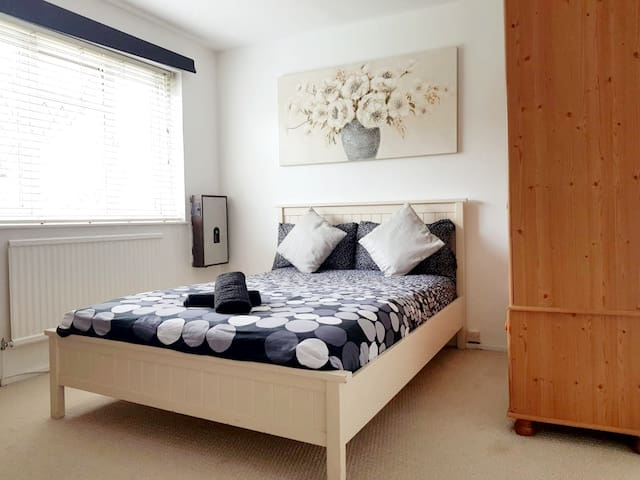 Double Room minutes to Bermondsey Station- 1