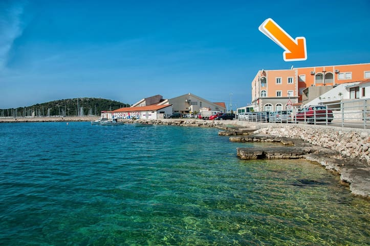 One bedroom Apartment, 20m from city center, beachfront in Rogoznica, Balcony