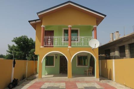 Accra, 2 etagers hus med Master bedroom - Kwabenya - House