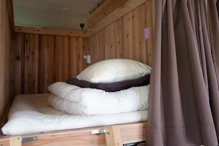 【底土港から徒歩3分】八丈島  ドミトリールーム 男女共用 二段ベッド1名分