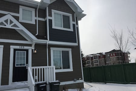 Room for rent - Sherwood Park - 连栋住宅
