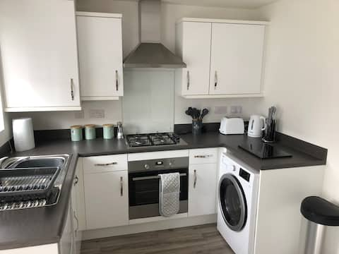 Superb 2 bed - well equipped, great location