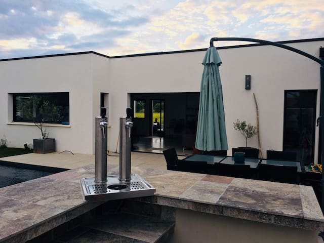 Villa standing avec piscine chauffée