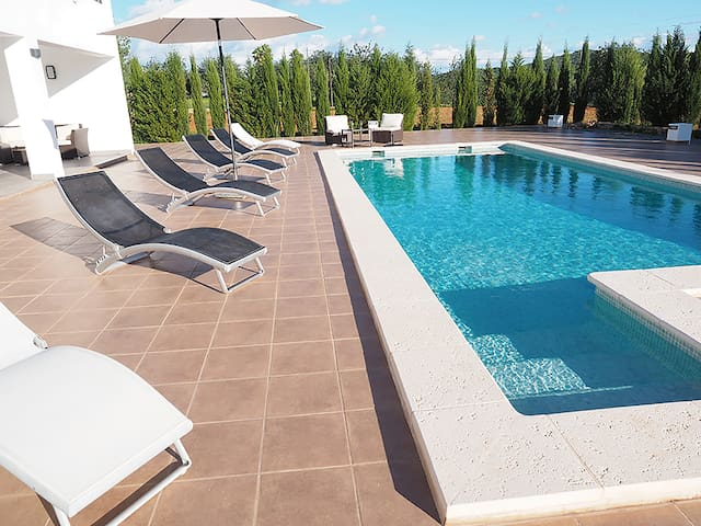 Modern villa centre of Ibiza 13min from Ibiza town
