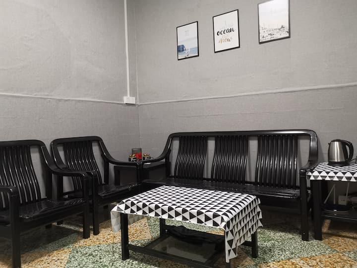 简单温馨的家独立房屋约70平米 卫生间客厅 双床 可住4人适合家庭 (近牌坊街近开元广场100米)