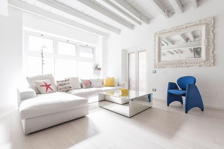 Unique 4 Storey House on Naviglio 4Bd, 4Bt