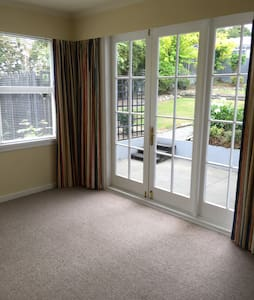 Cozy Room with Own Living Room - Timaru - Bed & Breakfast