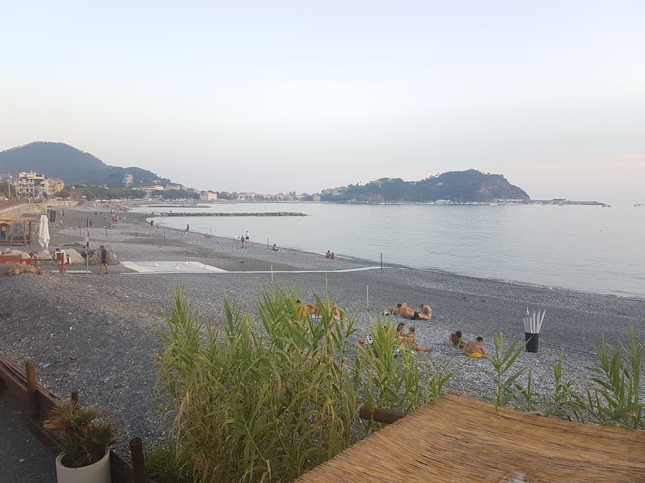 sestri levante mature singles Home » all articles » all around italy » the best italian riviera towns and how to enjoy them the best italian riviera towns and how to enjoy them the baia del silenzio in sestri levante | photo via flickr by jiuguang wang.